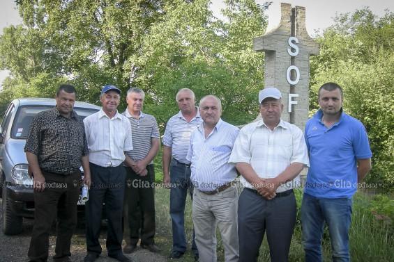 După ce și-au dat mâna în semn de salut, membrii echipei Sofia-Țarigrad au făcut o poză și au pornit la drum