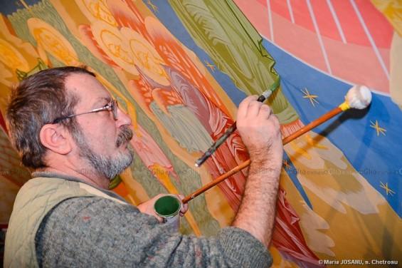 Pictorul român Viorel NEAGU, în profund proces de creaţie ortodoxă. © Maria JOSANU