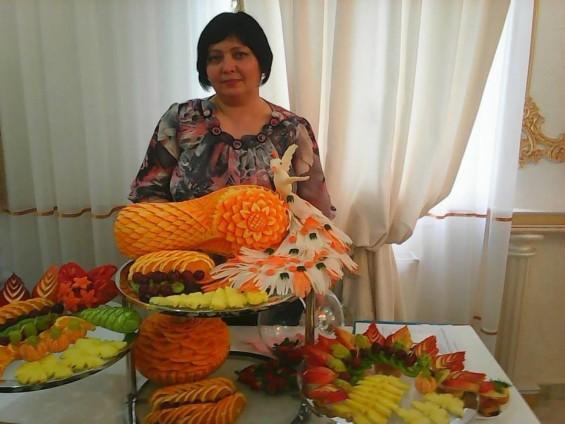 """Aurica ROMAN, """"sculptor"""" în fructe și legume, s. Drochia, inspirație și talent imprimate pe chip"""