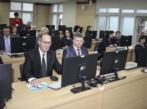 Gheorghe CHISTRUGA (în centru) printre stagiari / Sursa: www.edu.gov.md