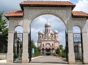 "Catedrala ""Adormirea Maicii Domnului"", or. Drochia"