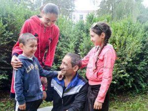 Ghenadii CEBOTARI cu familia discutând despre viitorul copiilor