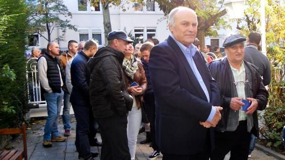 Victor GHILESCU (în față)