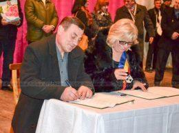 Declarația de intenție semnată cu responsabilitate de Mihail ROTARAȘ, primar, s. Nicoreni (raionul Drochia, RM), și Maria HUȚU, primara comunei Vârfu Câmpului (jud. Botoșani, România)