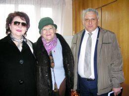 Анна БАБИНА, Людмила ЛАЩЕНОВА и Игорь ГРОЗАВУ перед заседанием