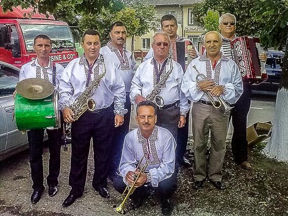 """Instumentiști din Fanfara """"Trompetele Argintii"""""""