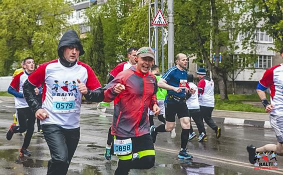 Финиш близко - третий слева направо Александр Ковдий