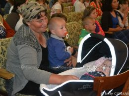 Ina VIERU, mamă a unsprezece copii din satul Gribova, a avut parte de multe şi profunde emoţii, iar micuţa din căruţ, cu serioase probleme de sănătate, a obţinut un real suport financiar necesar tratamentului din continuare