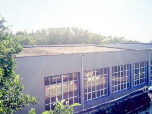 Большая часть новой крыши спортшколы была сорвана шквалистым ветром