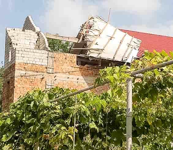 Недостроенное здание стало еще более недостроенным