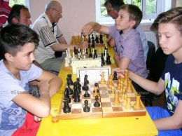 Шахматные баталии в разгаре