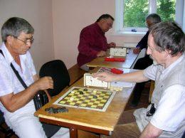 Ион Мындыкану (слева) и Сергей Возиков - опытные шашисты
