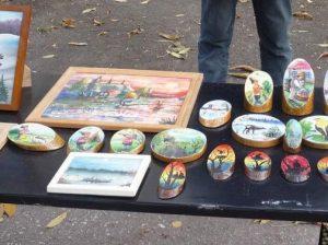 Cемейные сувениры, справа - работы Романа