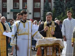 Părintele-diacon Constantin BÂCU și Pavel VULUȚĂ, protopop de Drochia