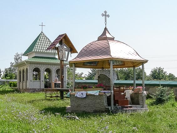 Cavoul boierului și Aghezmătarul din curtea bisericii