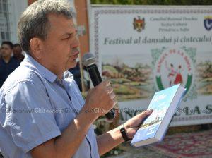 Valeriu Schițco prezintă consătenilor volumul II al cărții