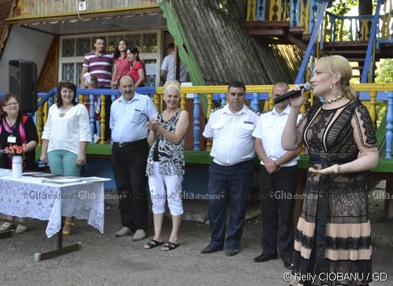 În ospeție - Adriana OCHIȘANU, cea mai cunoscută interpretă de muzică populară din Republica Moldova și una dintre cele mai populare interprete moldovence din România