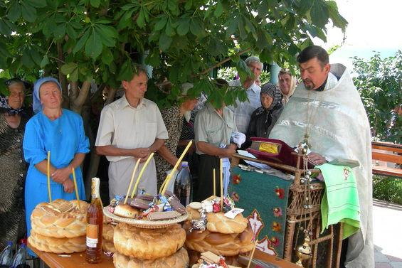 Preotul Valeriu Radu-Tataru oficiază un eveniment creștin