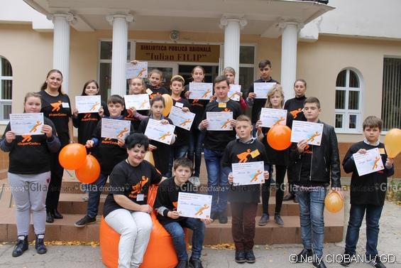 """Copiilor de la Drochia le-a fost înmânat """"Certificatul de participare la atelierul de coding #SuperCoders"""""""