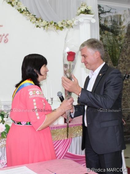 Flori pentru Ludmila Stiopa pentru buna organizare