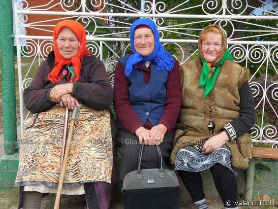 Veteranele Eufrosinia Mațco, Lidia Grosu, Lidia Vicol, s. Petreni