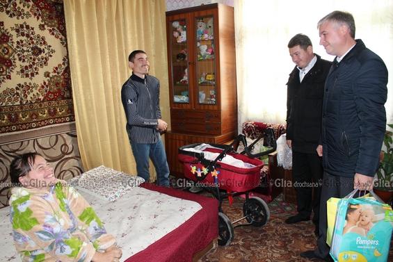 Deputatul Corneliu Padnevici în vizită la familia Nicolai