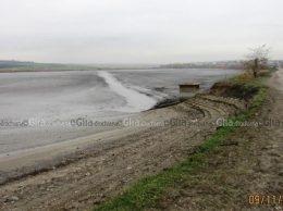 В  озере,  расположенном  возле  с.  Мындык,  вода  слита  полностью
