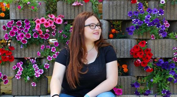 Nataşa Bujor este drochiancă. Ea este încă o tânără de-a noastră care se afirmă tot mai activ şi mai insistent în lumea frumosului şi a creativităţii. Şi-a descoperit pasiunea şi merge sigură spre cuceriri de culmi.