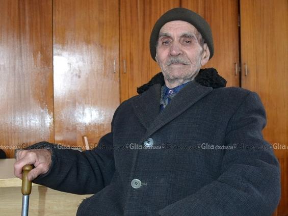 Faceţi cunoştinţă: Constantin Balan, locuitor al satului Sofia. Are 89 de ani.