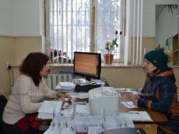 Lilea Cebotari informează vizitatorii despre locurile de muncă