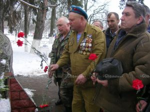 Цветы в память о павших боевых товарищах