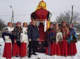 «Сударушка» перед выступлением, в центре - В. МАЗУР