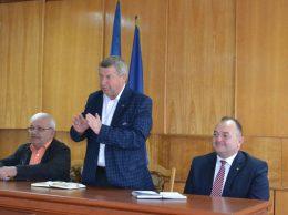 (De la stânga) Ion NICORA, șef, secția agricultură a CR Drochia, Vasile GRĂDINARU, președintele raionului, și Iurie UȘURELU, secretar general, Ministerul Agriculturii