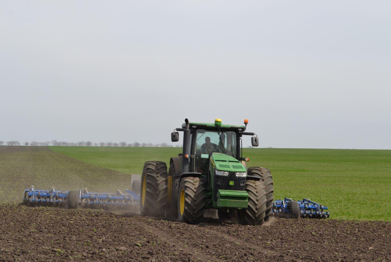 Astfel este pregătit solul pentru încorporarea seminţelor de soia