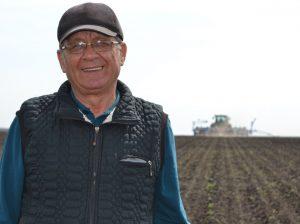 Victor ZBANCĂ zice că cel mai bine se simte în câmp, printre mecanizatori și tehnică