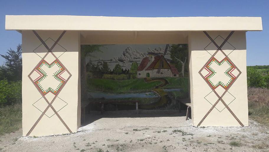 Stația de autobuse din satul Moara de Piatră