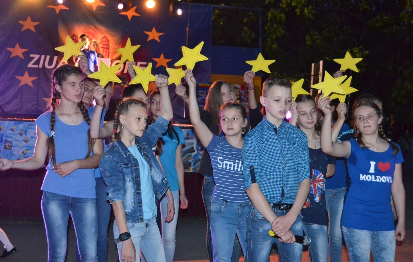 Gimnaziul nr. 2 prezintă numărul lor artistic dedicat Zilei Europei