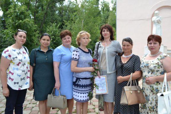 Mariana Martânov (a treia din dreapta), şefa secţiei terapie, cu membrii colectivului său