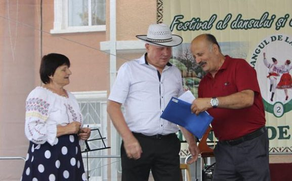 Valeriu BACALOV înmânează premii bănești