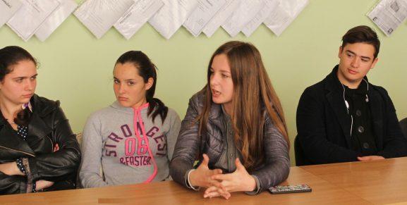 (De la stânga) Andriana ȚURCAN, Ana FILIP, Gabriela VATAMANIUC și Oleg BERZOI s-au pronunţat vis-à-vis de lecturarea cărţilor