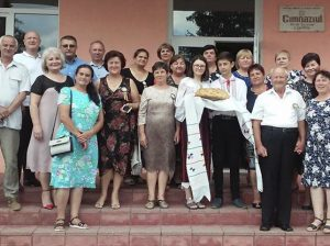 """Gimnaziul """"V.Coțofană"""", Chetrosu, își întâmpină cu drag absolvenții anului de studii 1978"""