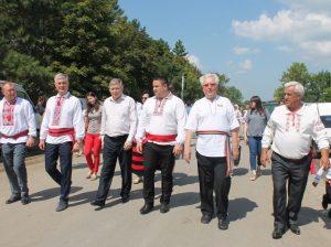 Printre oaspeții de onoare a fost și Corneliu PADNEVICI, deputat în Parlamentul RM, și Liviu Volconovici, Ministrul Agriculturii, Dezvoltării Regionale și Mediului al RM (al doilea și, respectiv, al treilea din stânga)