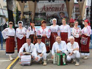 """Ansamblul folcloric """"Busuioc"""", conducătoarea Galina PAVALENCU, la Festivalul din Rădăuți"""