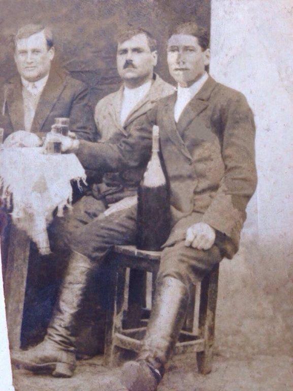 (În dreapta) bunelul Simion DARII