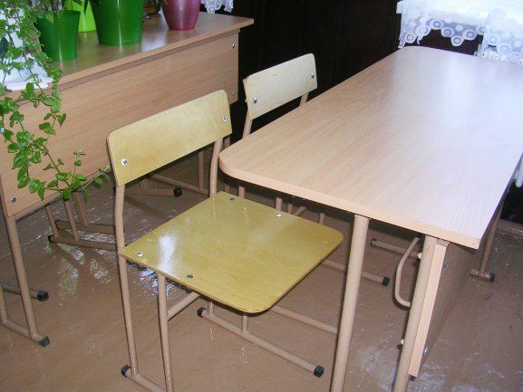 Новенькие парты и стулья в лицее №3