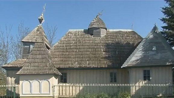 1. Biserica din lemn din satul Măcăreuca