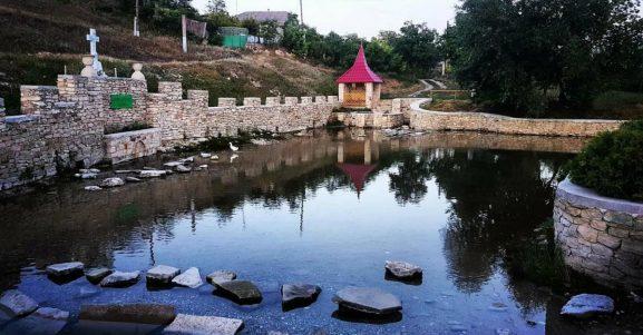 """6. """"Izvorul mare"""" din satul Cotova"""
