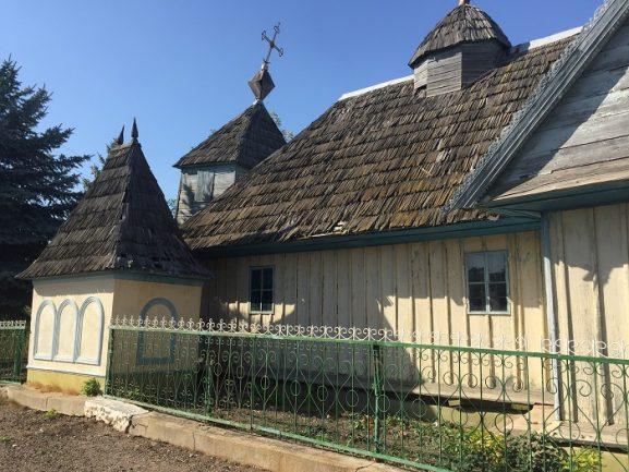 """Biserica din satul Măcăreuca, la """"ultima respiraţie"""""""
