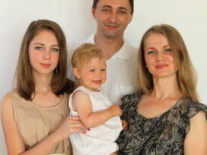 Frumoasa familie a medicilor drochieni stabiliţi la Braşov