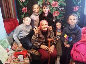 Волонтеры пришли поддержать пожилых людей